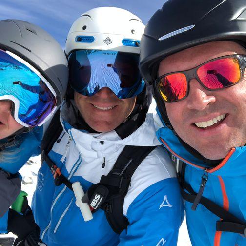 Gruppenfoto an einem Skitag