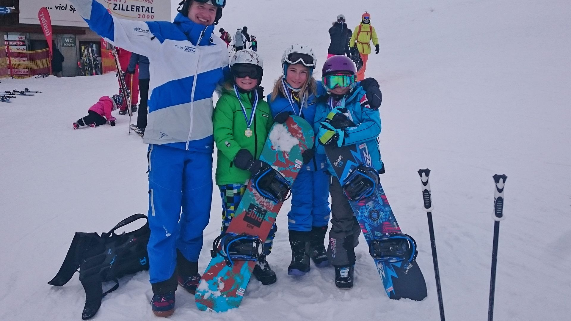 Snowboarding lessons for beginners and advanced learners