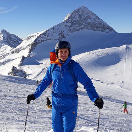 Ski guiding on the glacier